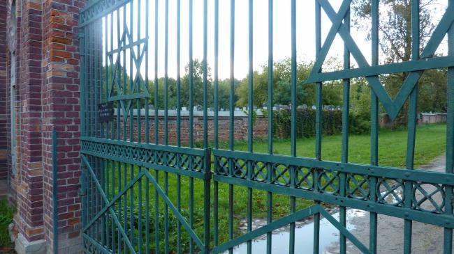 7-lodge-J-cemetery
